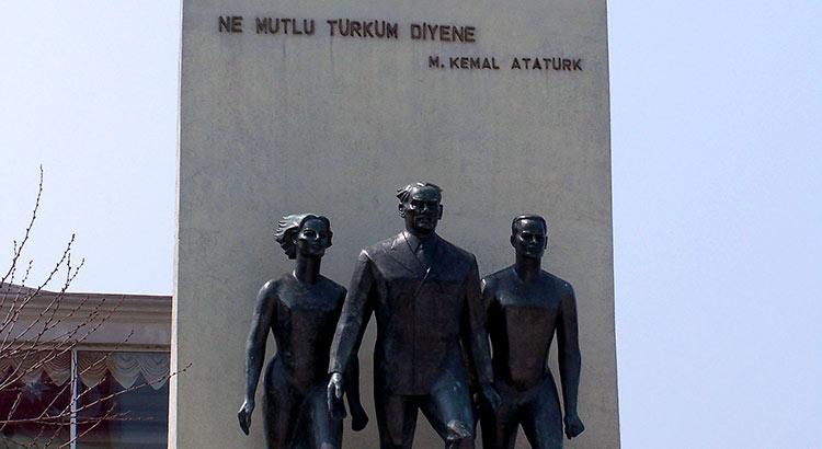 Statue von Mustafa Kemal Atatürk in Üsküdar, Istanbul
