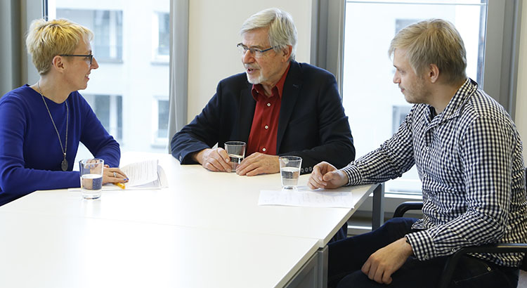 Lothar Brock im Gespräch mit Tanja Brühl und Hendrik Simon