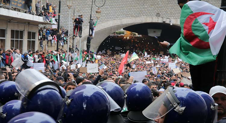 Protestmarsch in Algiers am 8. März 2019 angesichts der erneuten Kandidatur Präsident Bouteflikas