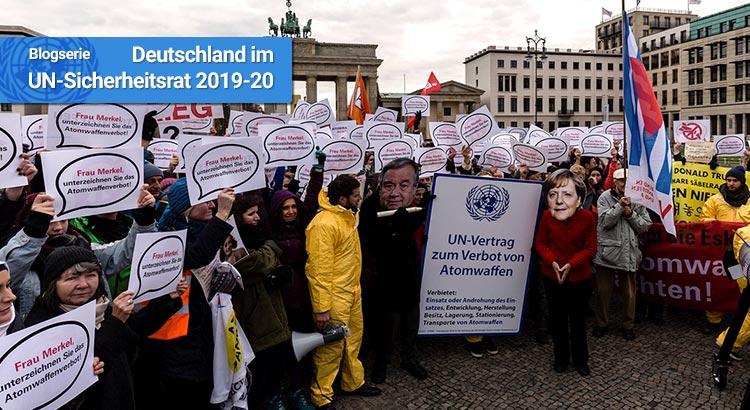 Ein ICAN-Protest im November 2017 in Berlin für den Beitritt zum UN-Atomwaffenverbot
