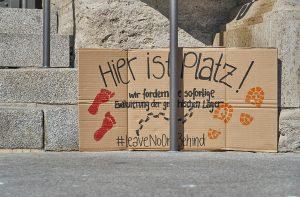 """Transparent mit dern Aufschrift """"Hier ist Platz!"""""""