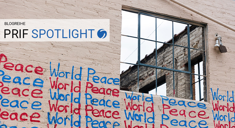 "Altes Fabrikgebäude mit Graffiti ""World Peace"""