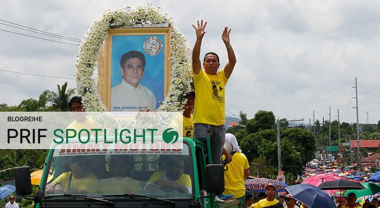 Trauerzug für Bürgermeister Antonio Halili in Tanauan City am 8. Juli 2018. Er war bei einer Fahnenweihe erschossen worden – und eines von drei Opfern tödlicher Gewalt gegen Lokalpolitiker:innen innerhalb einer Woche (© picture alliance/AP Photo, Bullit Marquez).